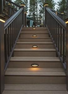 Timbertech_ReliaBoard_Cedar_RRTradWal_Stairs_High-dt