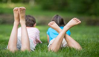 barefootable-grass-kids